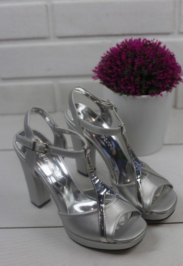 Globe30 Gümüş Rugan Topuklu Ayakkabı