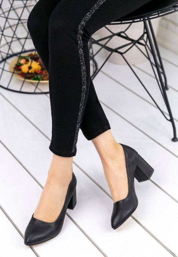 Helea Siyah Cilt Topuklu Ayakkabı
