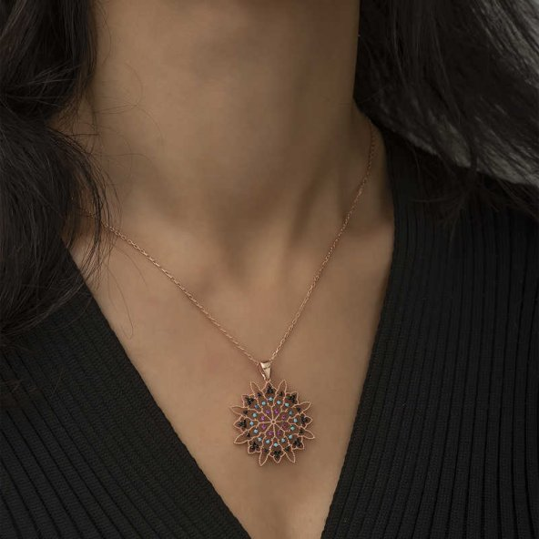 Armaganodan Gümüş Geometrik Desenli Madalyon Kolye