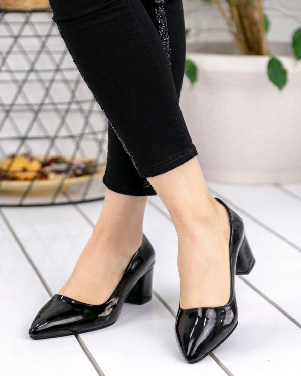 Sever Siyah Rugan Topuklu Ayakkabı